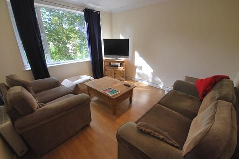 3 bedroom flat to rent - Fairfield Court, Victoria Park, Manchester, M14 5GL