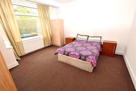 4 bedroom terraced house to rent - Garner Road, London