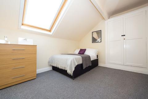 6 bedroom house to rent - 43 Headingley Avenue