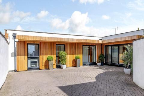 4 bedroom bungalow for sale - Shurdington Road, Cheltenham, GL53