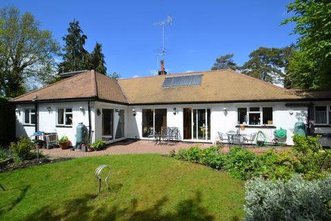 3 bedroom detached bungalow for sale - The Avenue, Radlett