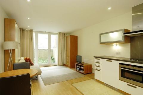 Studio to rent - Axis Court, Tempus Wharf, Shad Thames, London, SE16 4UQ