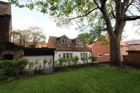 2 bedroom property with land for sale - The Old Racing Stables, Coombs Yard, Beverley, East Yorkshire