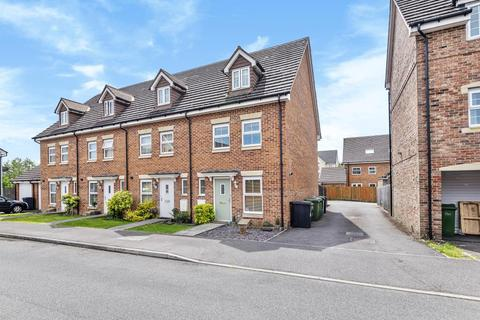 3 bedroom townhouse for sale - Kennet Heath,  Thatcham,  RG19