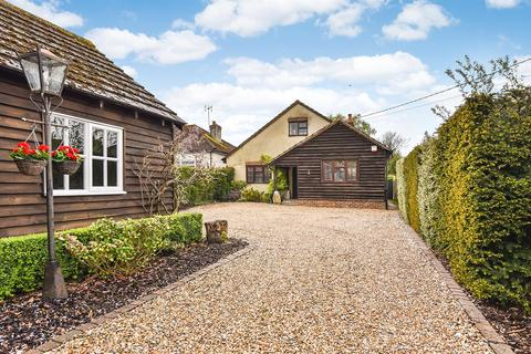 4 bedroom detached bungalow for sale - The Drove, Andover