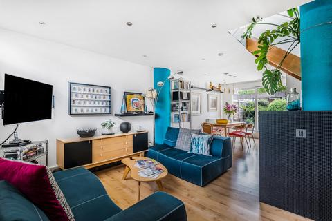 2 bedroom terraced house for sale - Combe Avenue London SE3