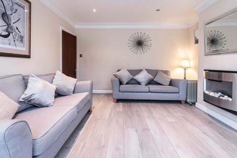 3 bedroom semi-detached house for sale - Wilmslow Rd, Handforth SK9 3JL