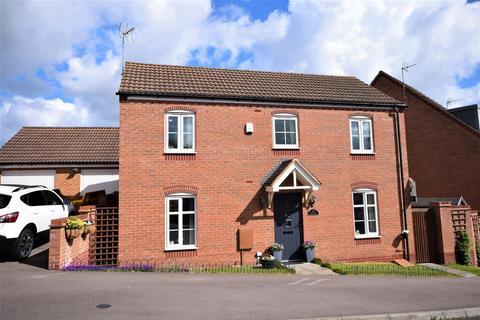 3 bedroom detached house for sale - Swallow Crescent, Ravenshead