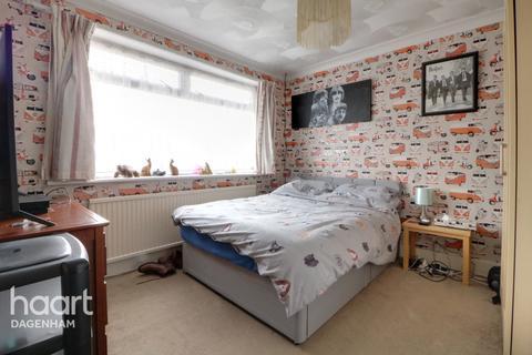 3 bedroom end of terrace house for sale - Western Avenue, Dagenham