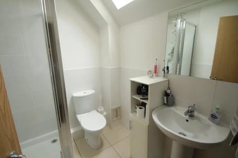 3 bedroom flat to rent - Stirling Road