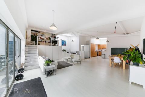 3 bedroom apartment to rent - Morris Road, London, E14