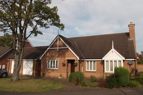 3 bedroom bungalow to rent - The Cloisters, South Gosforth