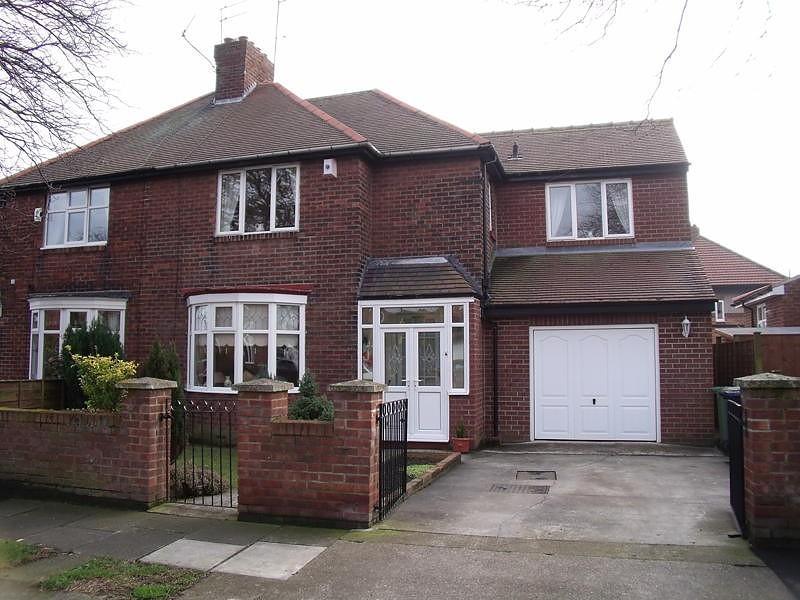 3 Bedrooms Semi Detached House for sale in Newbridge Avenue, Monkwearmouth