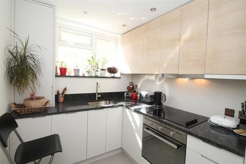 2 bedroom flat for sale - Thirlestane Court, Colney Hatch Lane, London N10