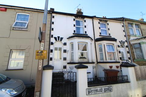 1 bedroom in a house share to rent - Waterloo Road, Gillingham, ME7