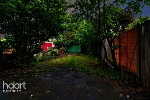 3 bedroom end of terrace house for sale - Victoria Road, Dagenham
