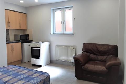 Studio to rent - Marsh Road, Luton, Bedfordshire, LU3