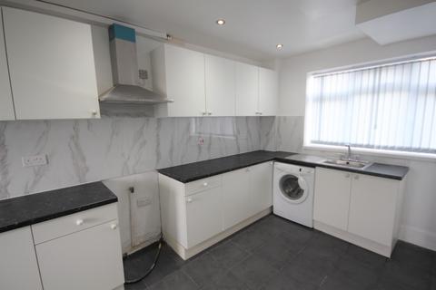 3 bedroom semi-detached house to rent - Amberton Crescent, Leeds, West Yorkshire, LS8