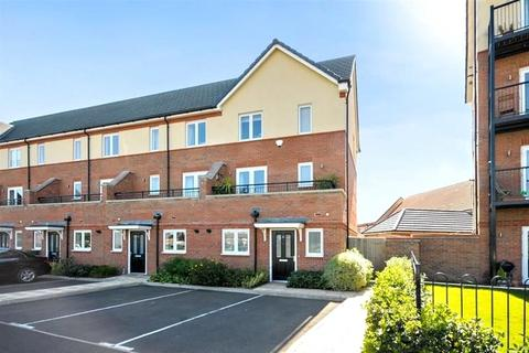 4 bedroom end of terrace house for sale - Longford Way, Stanwell, Surrey, TW19