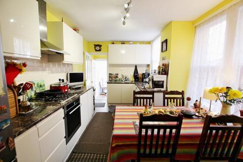 3 bedroom terraced house for sale - Lymington Avenue, London, N22