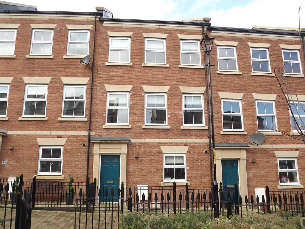 3 Bedrooms Town House for sale in North Main Court, South Shields