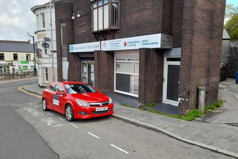 Office to rent - Lock Up Retail/ Office Unit, 1A Station Hill, Bridgend, CF31 1BA