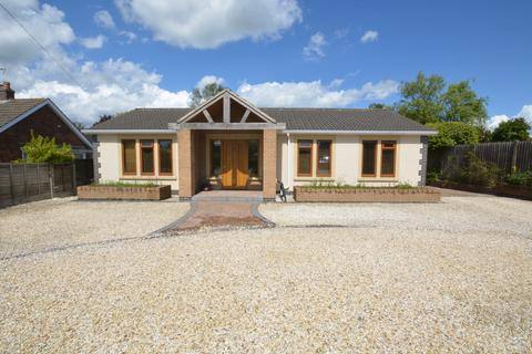 4 bedroom detached bungalow for sale - Main Road, Drax
