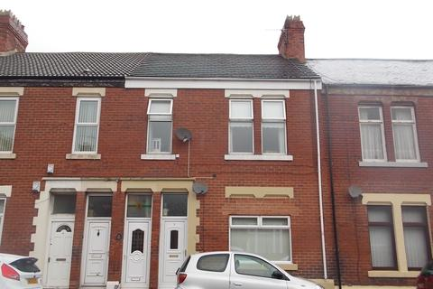 2 bedroom flat for sale - Sandringham Road, Roker