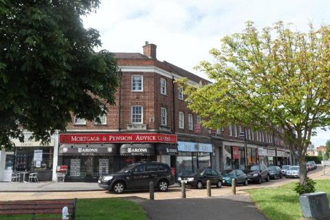 3 bedroom apartment to rent - Hampton Court Parade, East Molesey