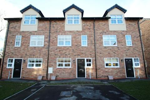 4 bedroom townhouse to rent - Queens Court Road, Basford
