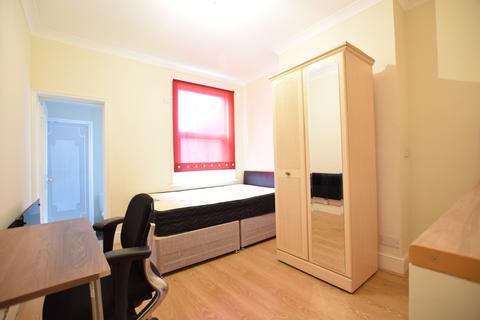 Studio to rent - Flat 5 122 Whitley Street READING RG20EQ