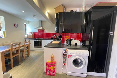 3 bedroom apartment to rent - Kelso Heights, Belle Vue Road, Leeds, West Yorkshire, LS3
