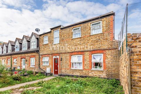 2 bedroom terraced house for sale - Priscilla Close, London, N15