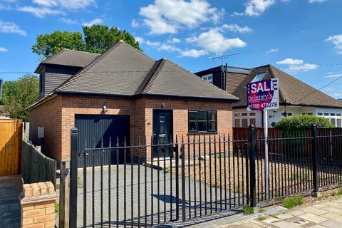 3 bedroom detached house for sale - Betterton Road, Rainham