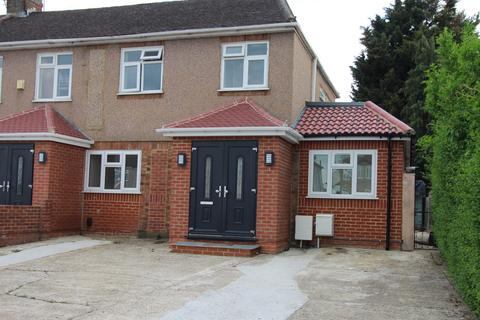 4 bedroom semi-detached house to rent - Willow Tree Lane, UB4