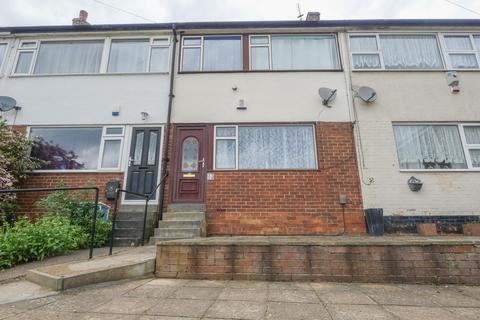 3 bedroom terraced house for sale - Somerdale Close, Bramley, LS13