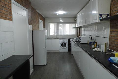 4 bedroom terraced house to rent - Stanstead Close, Hornchurch RM12