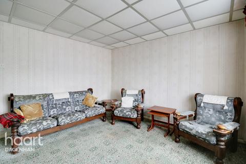3 bedroom terraced house for sale - Calverley Crescent, Dagenham