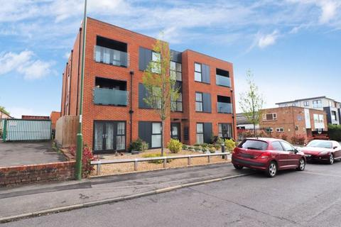 2 bedroom flat for sale - Victoria Road, Burgess Hill, West Sussex
