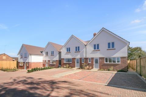 3 bedroom semi-detached house for sale - Highfields Gardens (51 Mountfield Road), Spinney Hill, Northampton, NN3