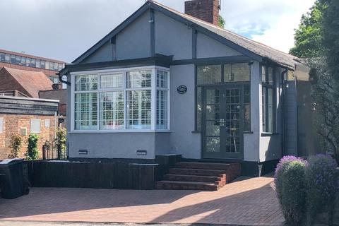 3 bedroom bungalow for sale - Manor Hill, Sutton Coldfield, West Midlands