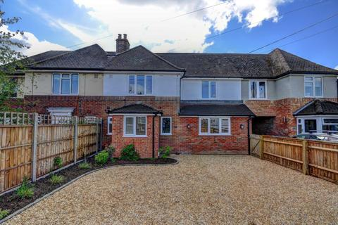 4 bedroom terraced house for sale - Bittenham Close, Stone - POPULAR VILLAGE WITH EXCELLENT TRANSPORT LINKS