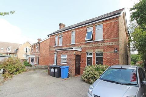 1 bedroom in a house share to rent - Albert Road, Parkstone - Room to Rent