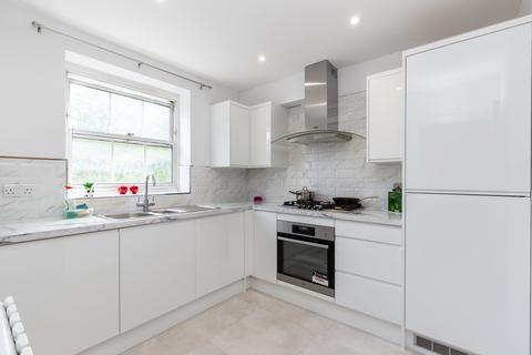 2 bedroom flat for sale - William Bonney Estate, Clapham, SW4