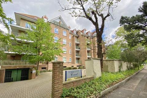 2 bedroom flat for sale - Embassy Court, 26 Gervis Road, East Cliff