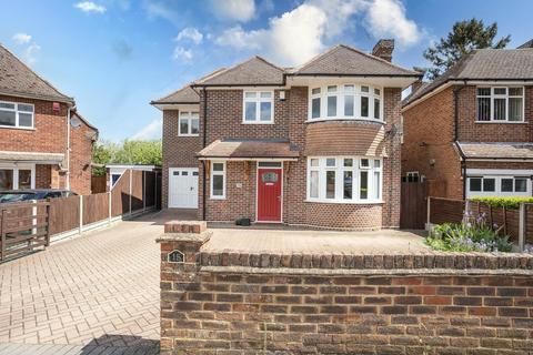 4 bedroom detached house for sale - Manor Drive, Aylesbury