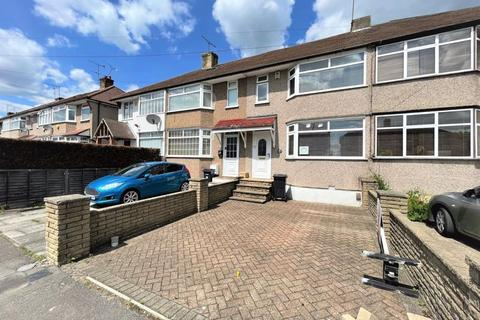 3 bedroom terraced house to rent - Three Bedroom House To Let in Wansford Road, Woodford, IG8 (£1,650pcm)