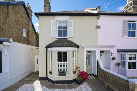 4 bedroom semi-detached house for sale - Wolsey Road, Esher, Surrey, KT10