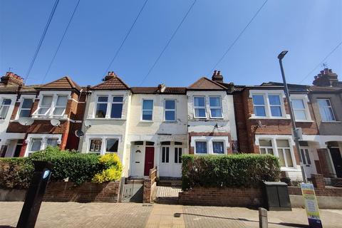 3 bedroom maisonette to rent - Sellincourt Road, SW17