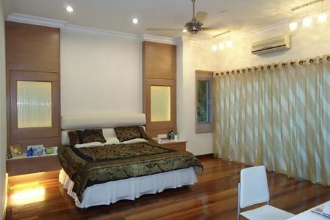 8 bedroom bungalow - Petaling Jaya
